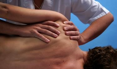 Frozen Shoulder - Physiotherapist help - The Sole Clinic